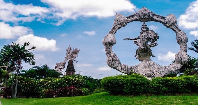 这里距离乌布市中心,巴厘岛野生动物园和海洋公园都不是很远.