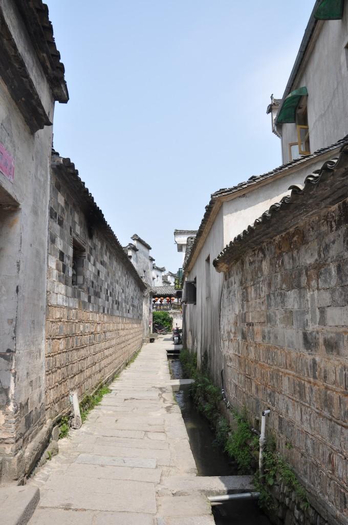 壁纸 风景 古镇 建筑 街道 旅游 摄影 小巷 680_1024 竖版 竖屏 手机