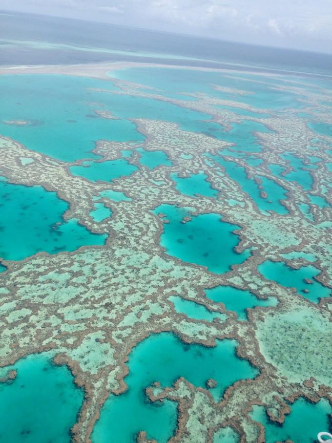 飞机降落大堡礁旁的哈迪平台