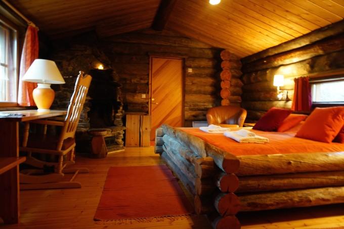 看似不大的小木屋,设施齐备