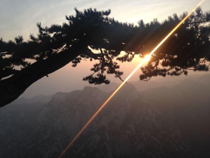 华山晚上风景图