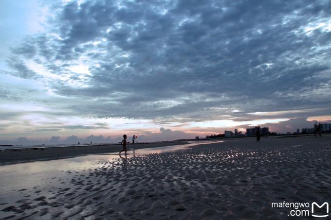 整顿好行李后,我们一路屁颠小跑,来到了传说中最小清新的沙滩---北海