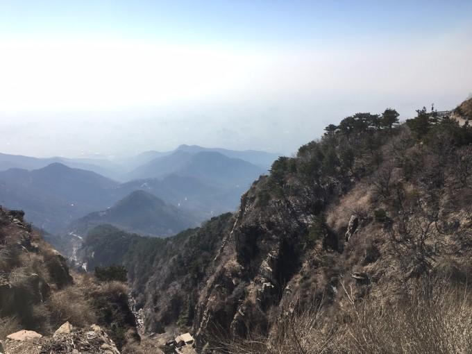 泰山位于山东省泰安市中部.