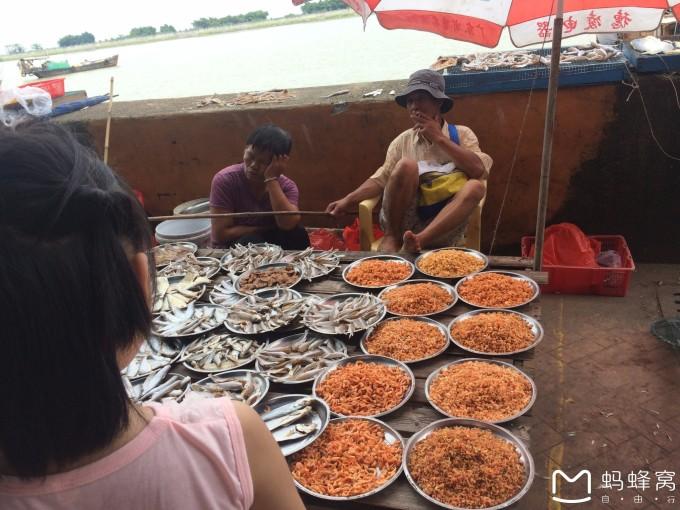 海鲜市场  特产水果市场,这边商业开发很成熟了,感觉这十九涌的东西会