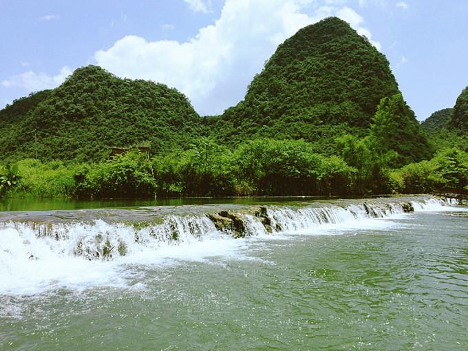 桂林河边山水风景图片