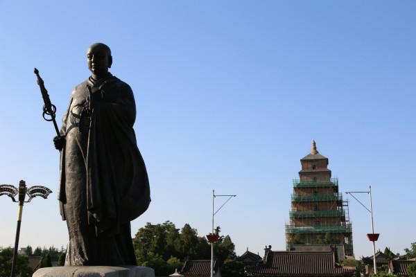 西安唐僧雕像图片