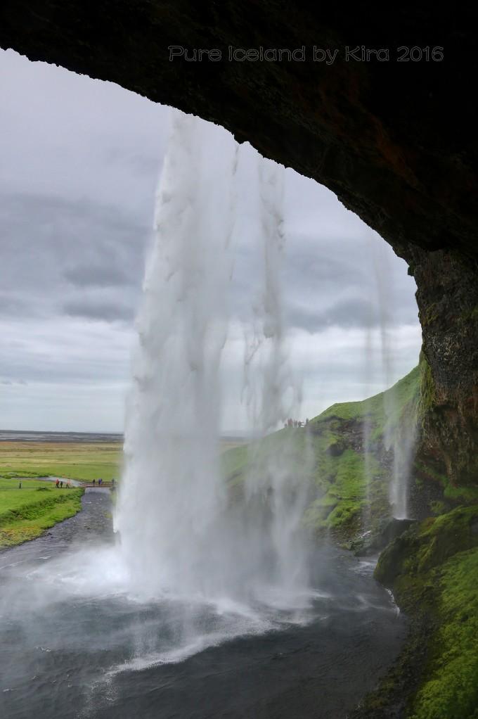 对一个天天生活在大城市的我来说,一到休假便会首选回归自然的方式,到一个地广人稀的地方好好洗洗肺。冰岛,北太平洋上一座孤独的岛国,5、6年前就有去的打算,可一直拖到2016年初夏才实现了这个愿望。技术性的帖子我写不来,只是把自己遇到的、感受到的和大家分享,稍作提示作用。 此次旅行时间于6.